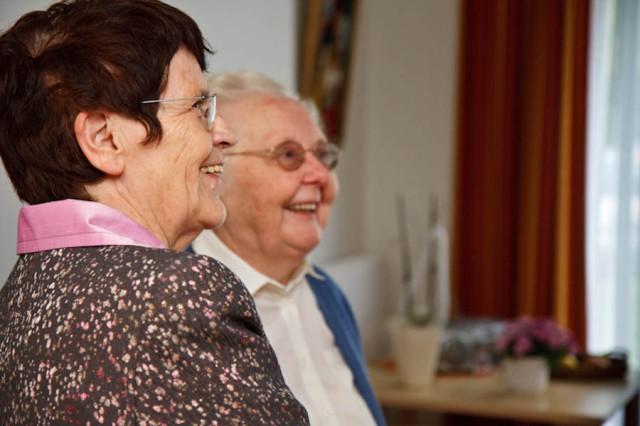 Rita Süssmuth im Gespräch mit unserer Bewohnerin, Anni Bröcher