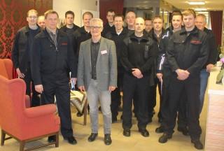 v.l. Joachim Berkensträter, Andreas Wedeking und Mitglieder der Freiwilligen Feuerwehr Wadersloh Löschzug  Die stedde