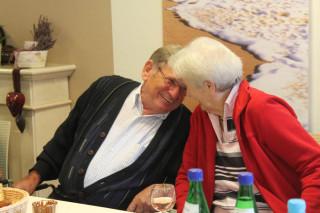 Herr Alexander und Frau Kirchbeck plaudern sicherlich über die Weinlese
