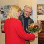 Einrichtungsleiter Andreas Wedeking bedankt sich für einen unterhaltsamen Nachmittag bei Frau Vier